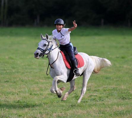 stage poney, le bonheur de galoper dans la nature