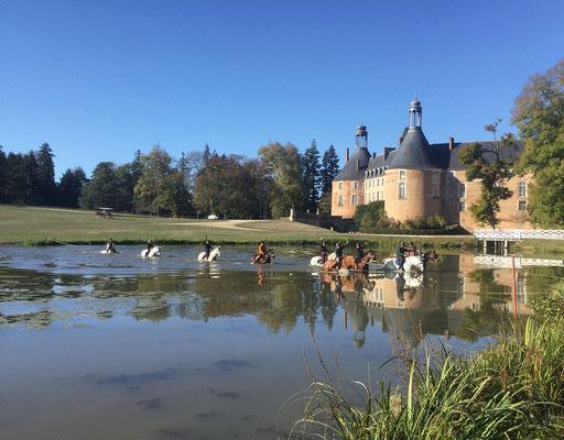 Visiter le château de St Fargeau pendant une balade à cheval