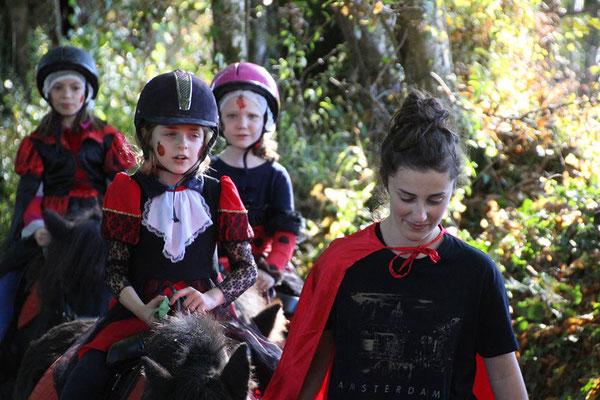 Stage poney pour Halloween, balade au lac