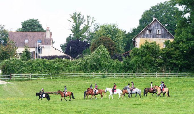 stage d'équitation, les consignes de la monitrice