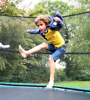 Hop, un saut dans le trampoline