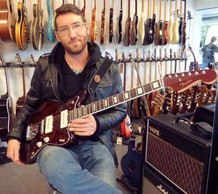 Mr. Troy van Leeuwen lässt grüssen, Michel ist der neue Besitzer dieser schönen Jazzmaster. Vielen Dank!