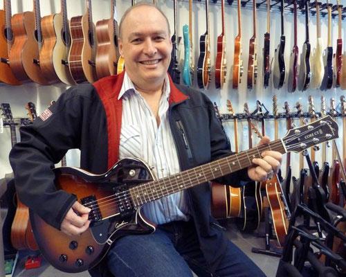 Schürch René hat sich für die neue GODIN Core CT Gitarre entschieden und dies aus gutem Grund. Fabelhafte Gitarre Made in Canada. Merci lieber René
