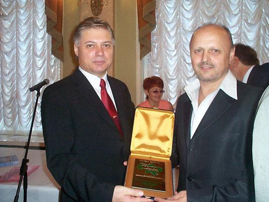 """Клиникой Ремеди получен специальная награда - лауреат рейтинга """"100 лучших предприятий 2004 года Украины"""""""