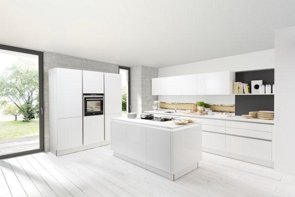 Griffloses, schlichtes Design der Küche