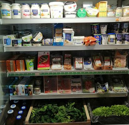 Kühlschrank mit Milch, Joghurt, veganer Reihe, ...