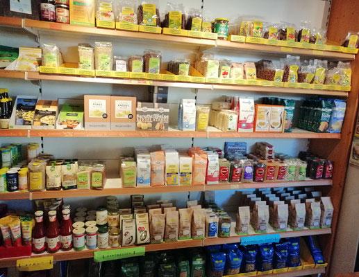 Trockenfrüchte, Nüsse, Hülsenfrüchte, Reis, Nudeln