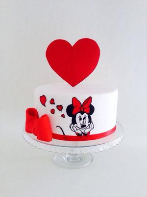 Tarta de Minnie con lazo rojo de Dulce Dorotea