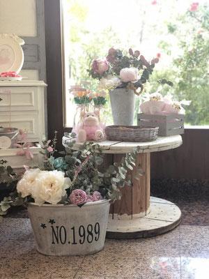 Detalle flores blancas, rosas y rojas Pink Hipo  | Dulce Dorotea