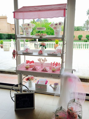 Foto frontal del candy buffet, de Dulce Dorotea