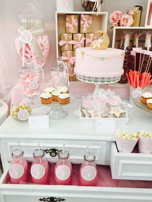 Detalle de mesa dulce para bautizo o baby shower de Dulce Dorotea