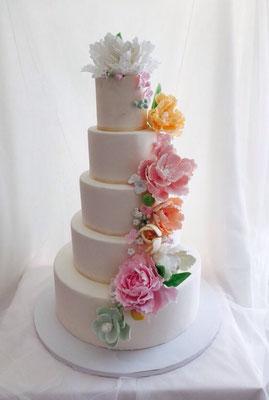 Tarta nupcial para una boda con flores de azúcar de Dulce Dorotea
