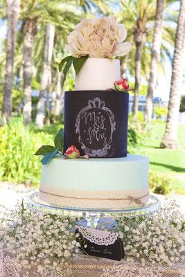 Detalle de tarta estilo Chalk Board de Dulce Dorotea
