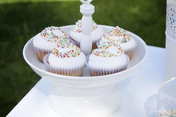 Detalle muffins de mesa dulce para bautizo baby bunny | Dulce Dorotea