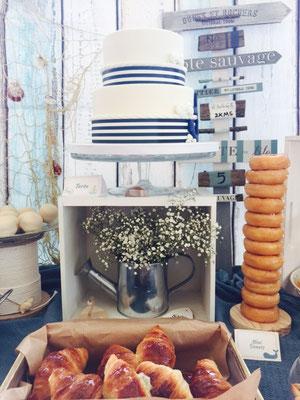 Tarta marinera y bollería de la mesa dulce marinera de Dulce Dorotea