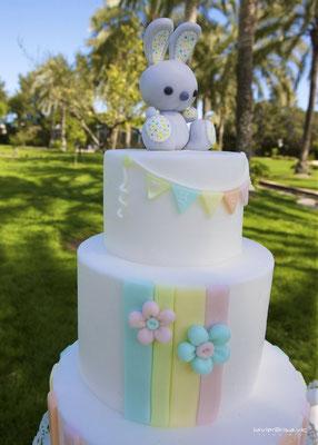 Detalle tarta de mesa dulce para bautizo baby bunny | Dulce Dorotea