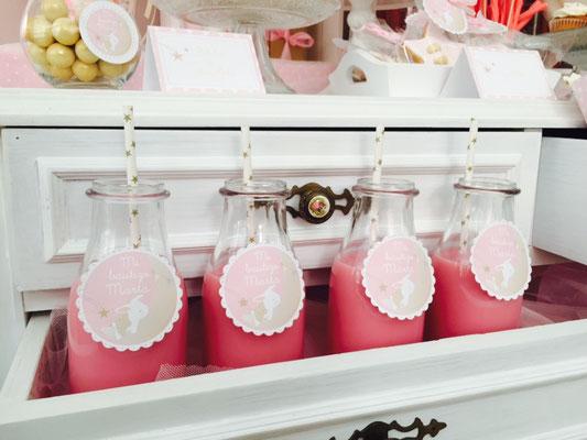 Detalle de batidos para la mesa dulce de bautizo o baby shower de Dulce Dorotea