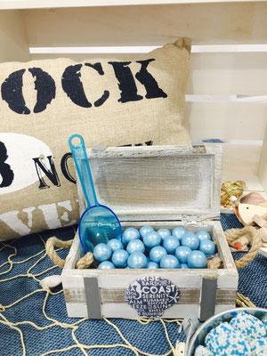 Detalle de dulces y decoración de la mesa dulce marinera de Dulce Dorotea