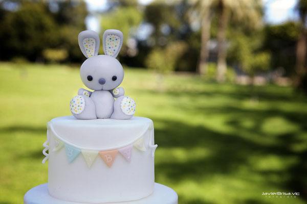 Detalle topper mesa dulce para bautizo baby bunny | Dulce Dorotea