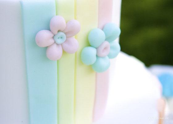 Detalle decoración de tarta de mesa dulce para bautizo baby bunny | Dulce Dorotea