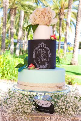 Tarta de boda efecto pizarra o chalk board de Dulce Dorotea