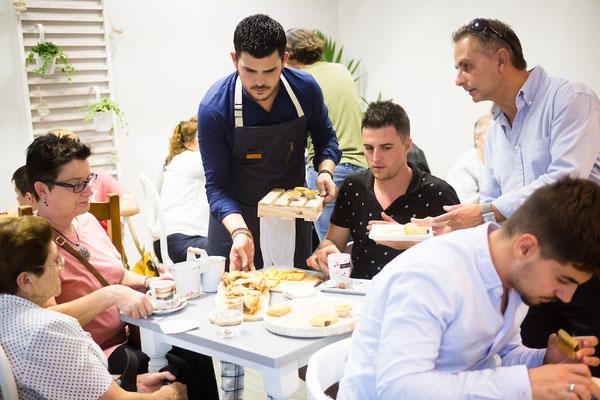 Vicente siempre atento | Dulce Dorotea, tu cafetería en Quart de Poblet