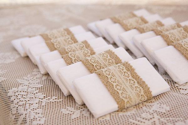 chocolatinas envueltas para mesa dulce de boda elaboradas por  Ducle Dorotea