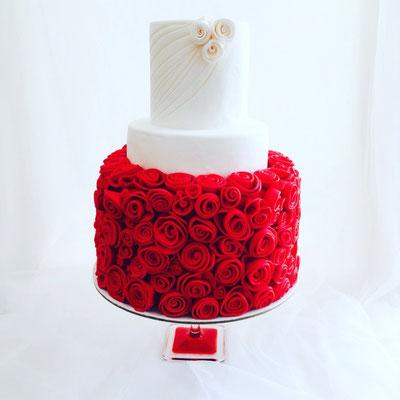 Tarta de boda rosas rojas de Dulce Dorotea.