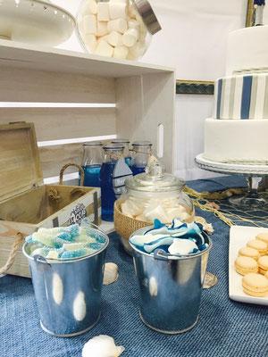 Detalle de chuches y dulces de la mesa dulce marinera de Dulce Dorotea