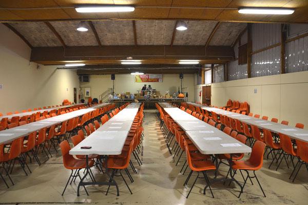 La salle prête pour le loto Accob ! Toutes ces places à remplir ! Question.... 1 heure avant !