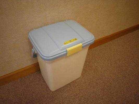 廊下にはオムツ用ゴミ箱を御用意