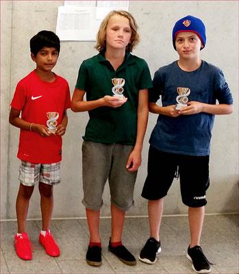 U12: Yul Peter (Sieger, Mitte), Aryan Anand (Rang 2, links), Olivier Zschopp (Rang 3, rechts), Foto: St. Eliczi