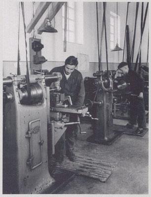1930er - Ausbildung an der Fräsmaschine