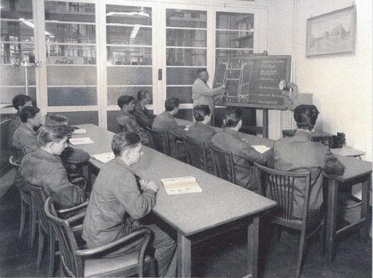 1960er - AusbildungsmeisterLettl erklärt das Abstreckziehen