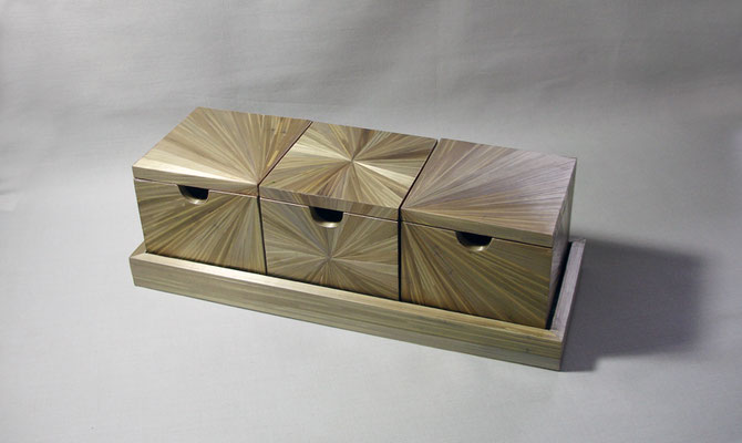 Trio de boîte servi sur un plateau (vendu)