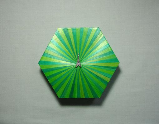 Boîte hexagonale façon circus estampe tour Eiffel (vendue)