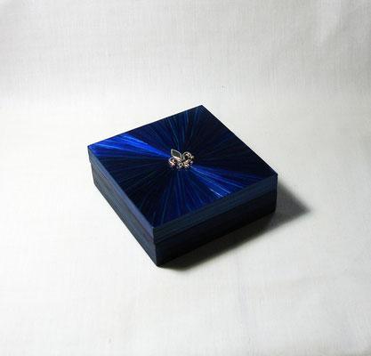 Petite boite carré estampe fleur de lys (commande personnalisée - vendue)