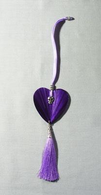 Décoration violette à suspendre sur une clef, une poignée...