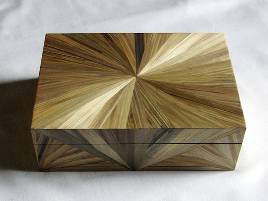 Boîte à bijoux beige doré motif soleil (vendu)