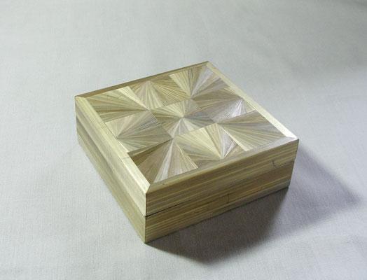 Petite boîte carré motifs éventails (vendue)