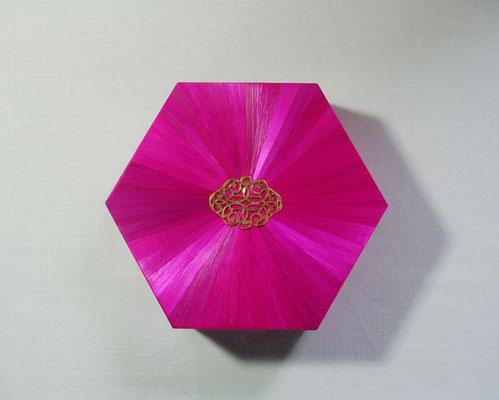Boîte hexagonale estampe métal or