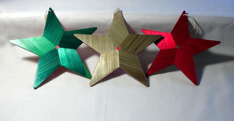 Etoiles à suspendrent au sapin de Noël (rouge vendue)