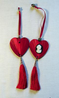 Décoration rouge à suspendre sur une clef, une poignée... (vendue)
