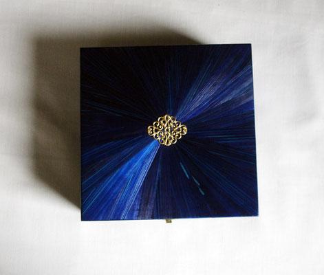Boîte à thé 4 cases bleu nuit motif soleil et estampe métal doré (commande personnalisée - vendu)