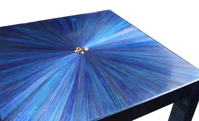 """Table basse """"le Lys Bleu"""" motif soleil, estampe fleur de lys"""