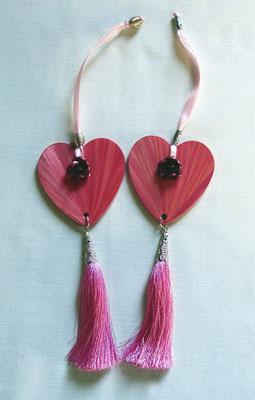 Décoration rose à suspendre sur une clef, une poignée... (vendu)