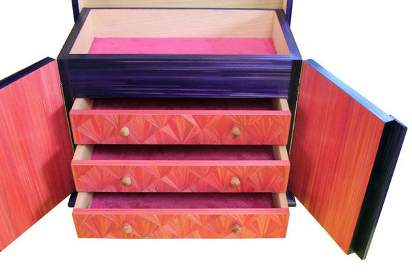 Intérieur 3 tiroirs du coffret de courtoisie