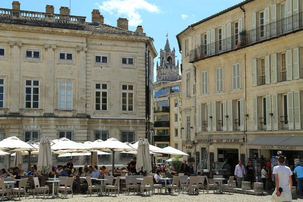 Avignon - dziedziniec przed palacem papieskim