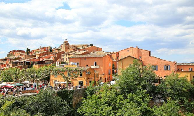 Miasteczko na skalach z ochry - Roussillon
