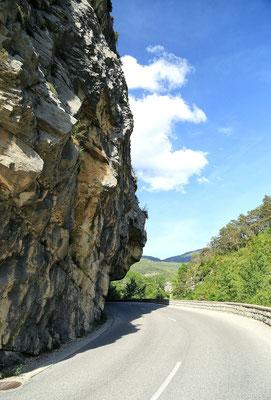 Takimi drogami w Alpach jechalismy wzdluz Canyonu